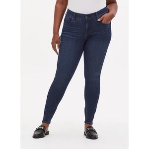 🆕 Torrid Premium Stretch Bombshell Skinny Jean 20